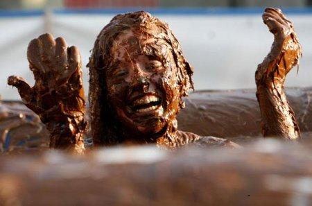 Une fille dans le chocolat